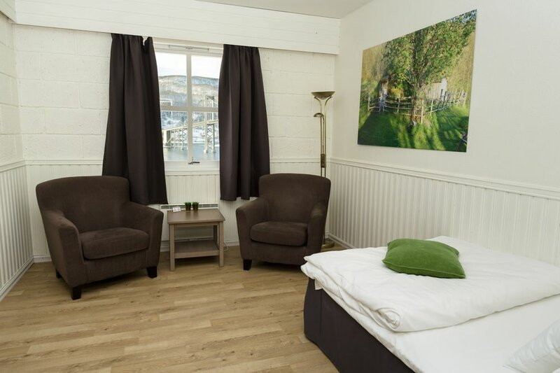 Tjeldsundbrua Kro & Hotel AS