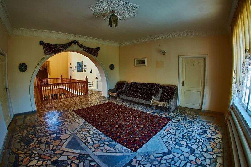 Гостиница Исаходжа