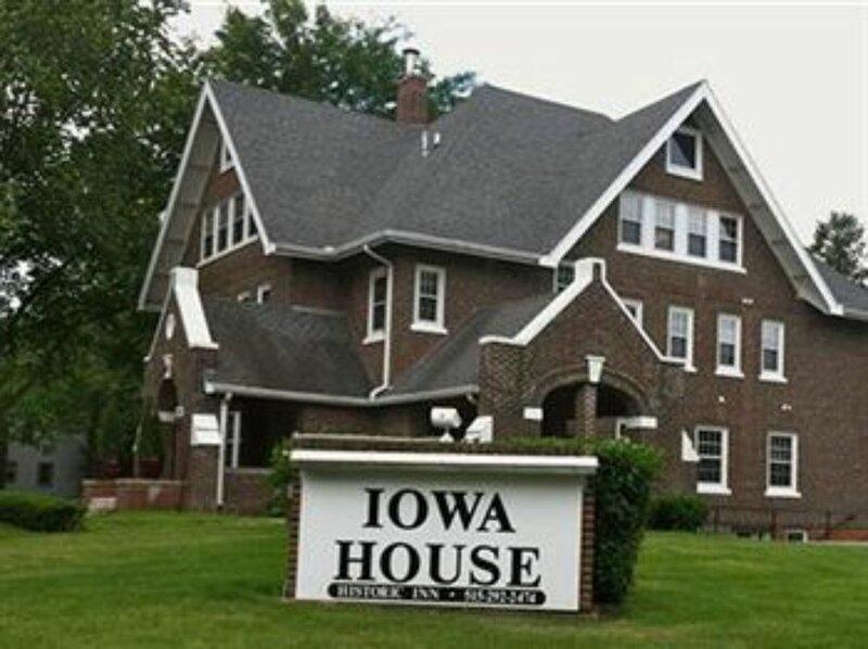 Iowa House Historic Inn near Campus