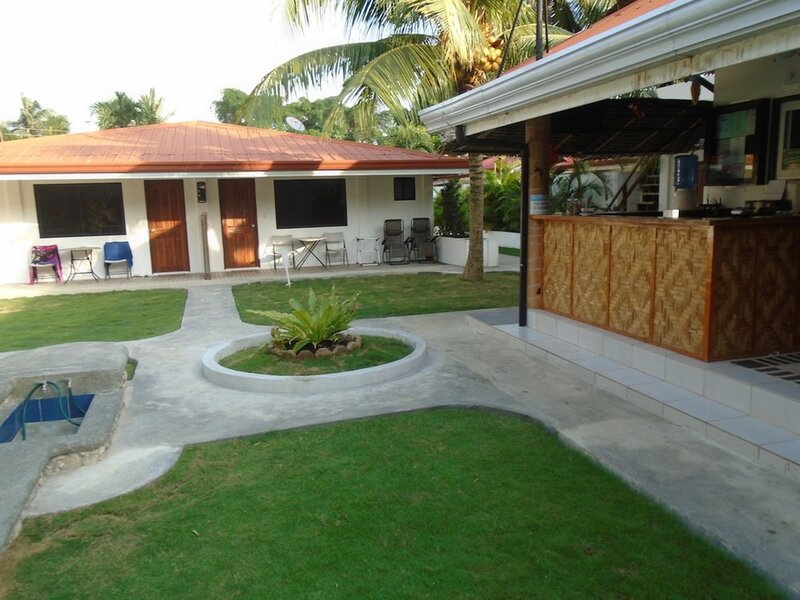 Parrot Resort Moalboal