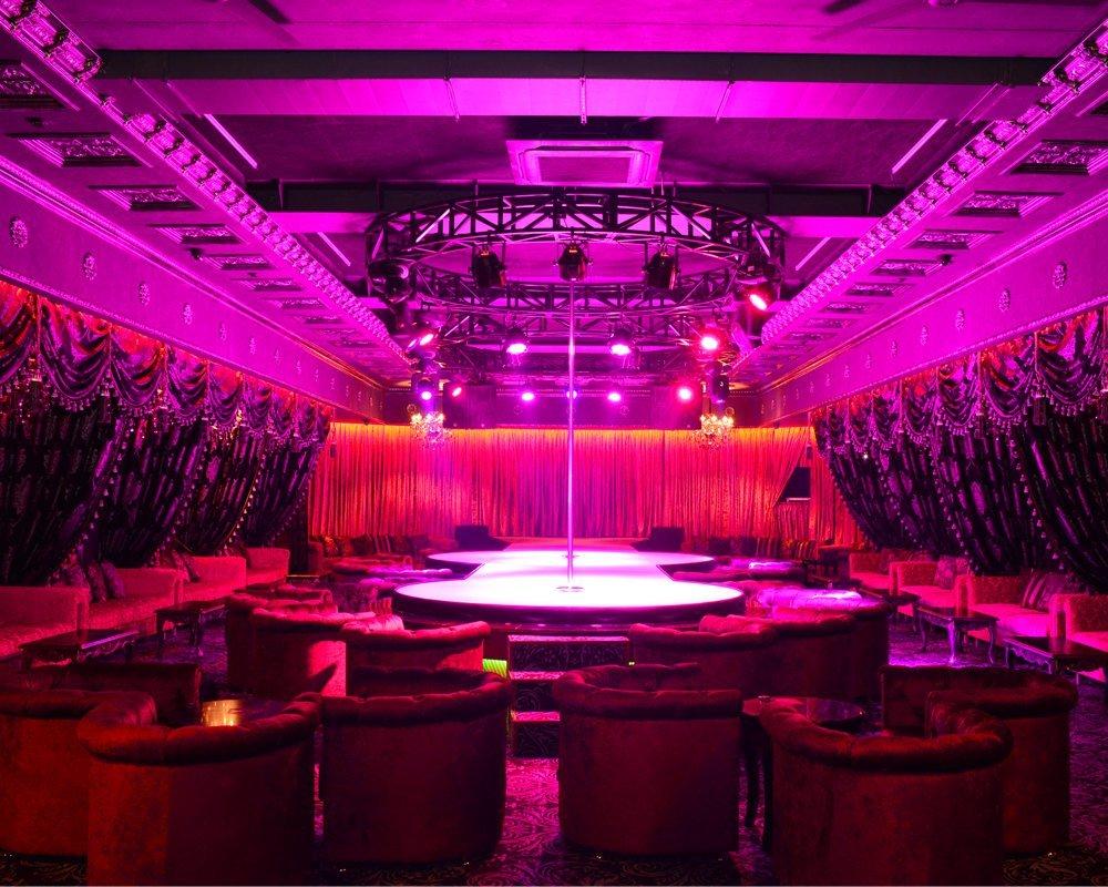 Чарли мужской клуб в красноярске название команды танцоров мужчин в клубе