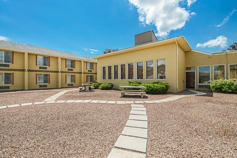 Days Inn And Suites Frostburg
