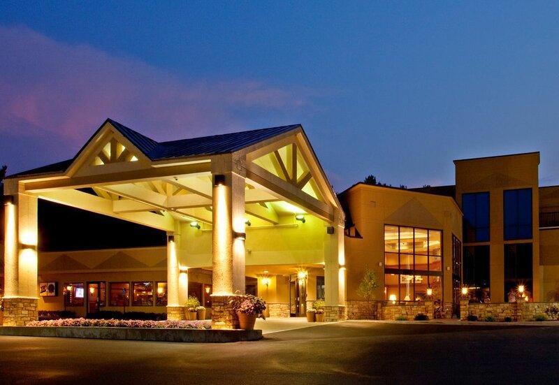 Holiday Inn Lake George-Turf