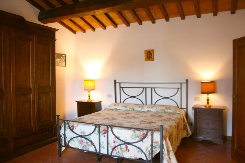 Wonderful private villa with Wifi, private pool, TV, pets allowed and parking, close to Arezzo