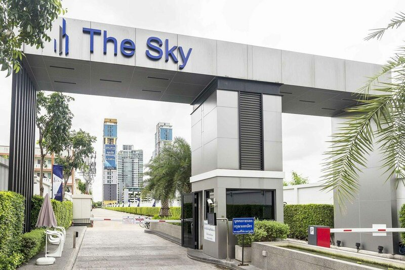 The Sky Sukhumvit by Favstay
