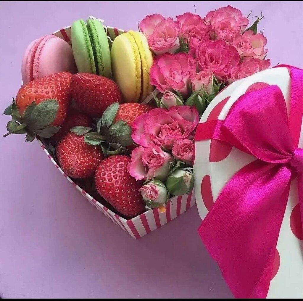 Открытки с цветами и конфетами