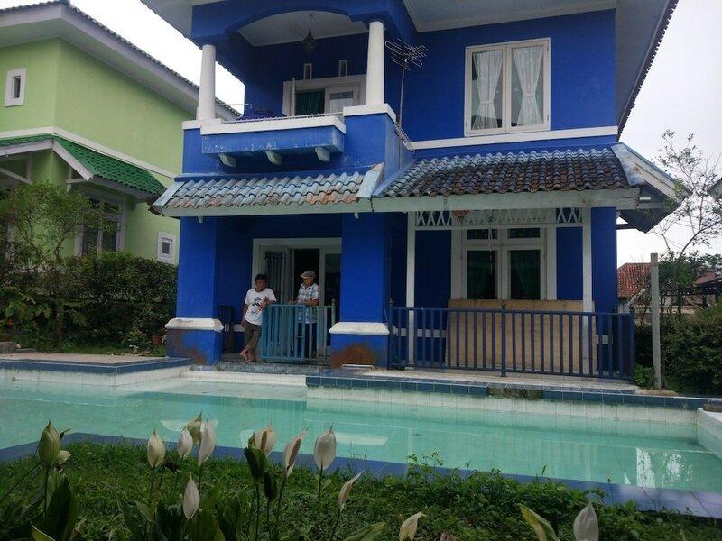 Villa Abdi Cipanas with Swimming Pool