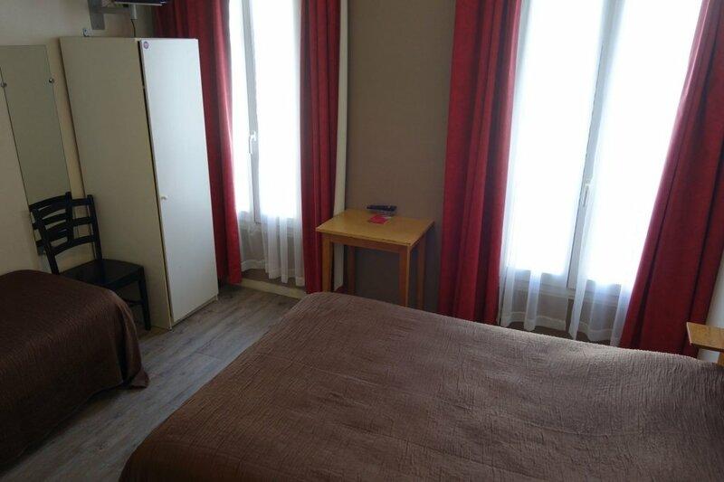 Отель Acacia