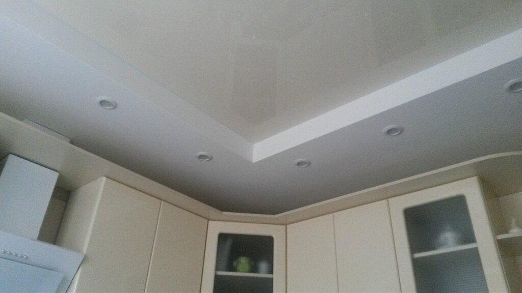 эффектно раздвигала потолок на кухне с коробом фото время