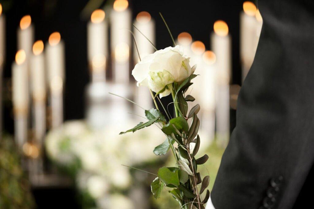 картинки цветы свечи траур поле