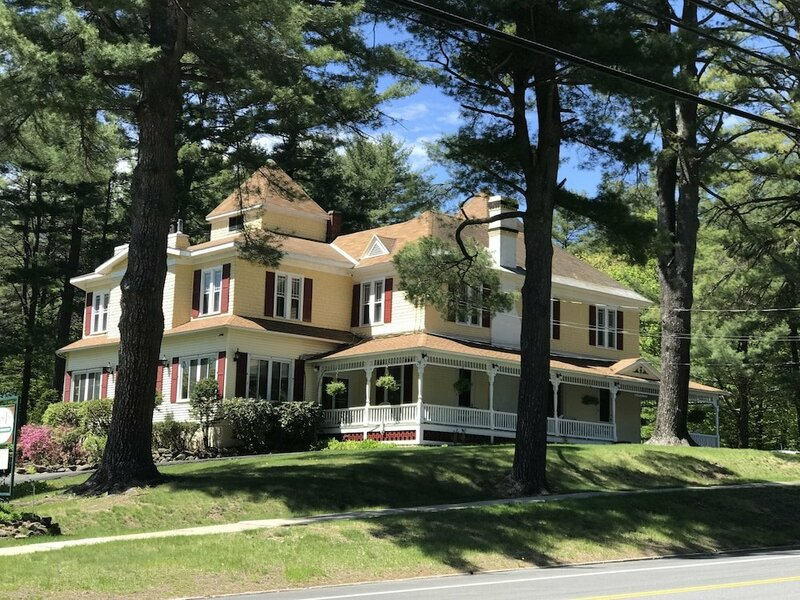 The Lamplight Inn Bed And Breakfast