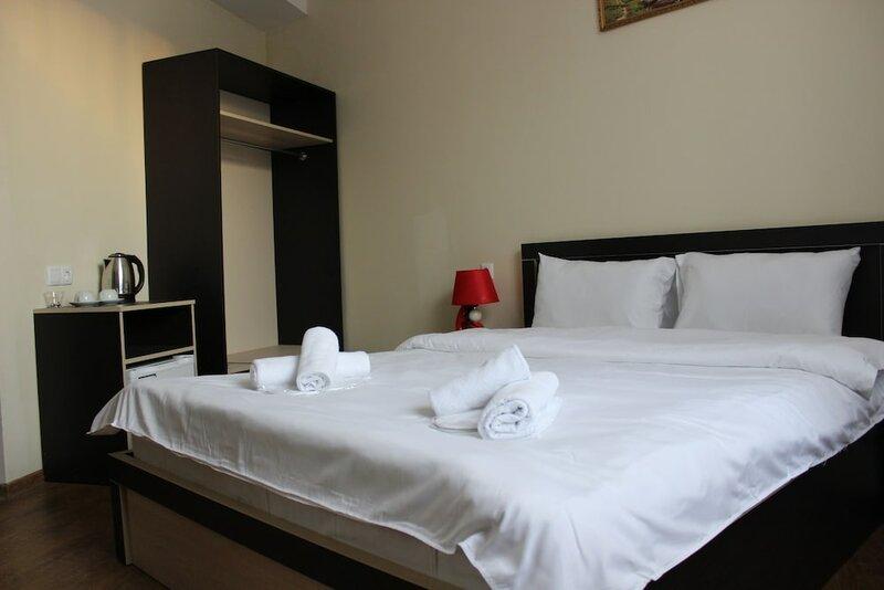 M&m Hotel