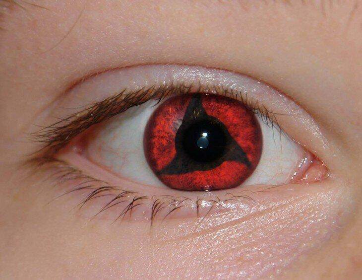 Везде на фото красные глаза