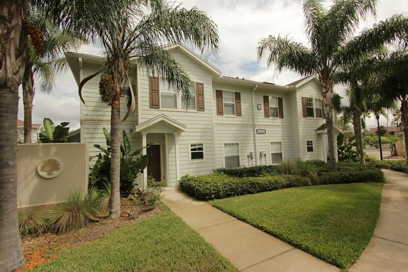 Free Waterpark. 10 min to Disney - luxury townhome
