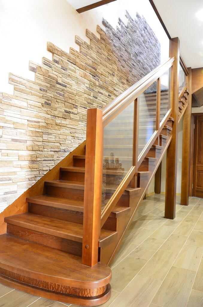 чем отделать деревянную лестницу в доме фото яшин