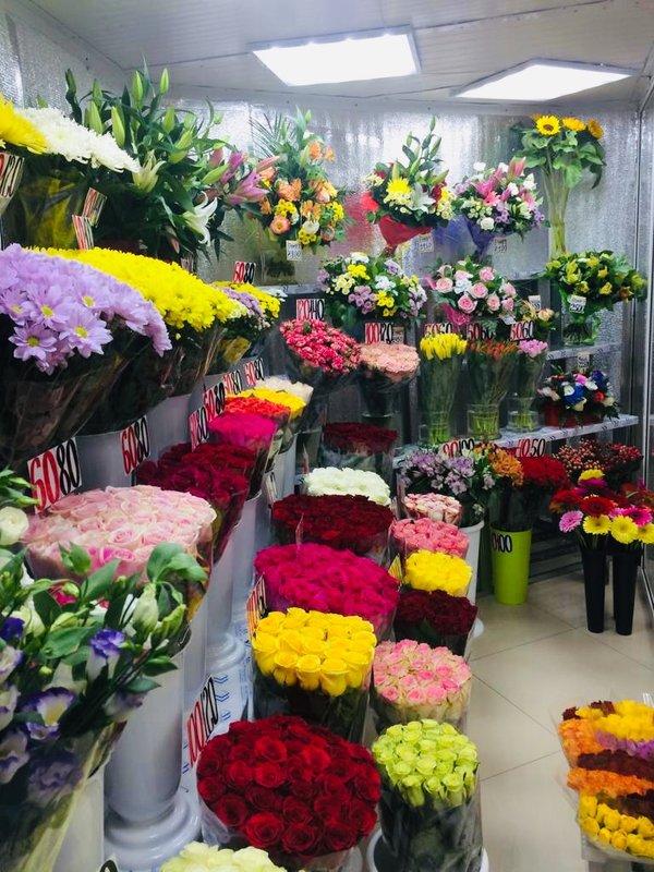 Букете, цветы оптом м добрынинская