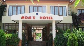 Moms Hotel