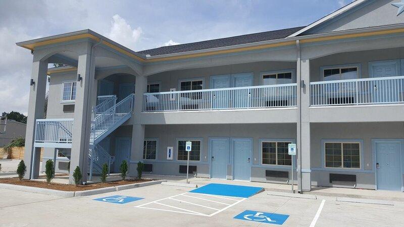Haven Inn & Suites Willowbrook