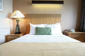 Bedtime Inn & Suites
