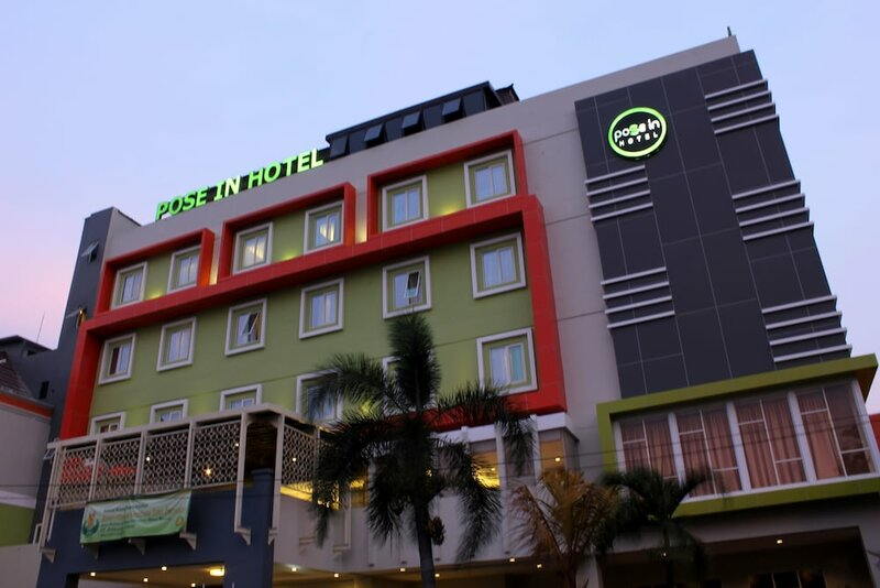 Hotel Pose In Solo