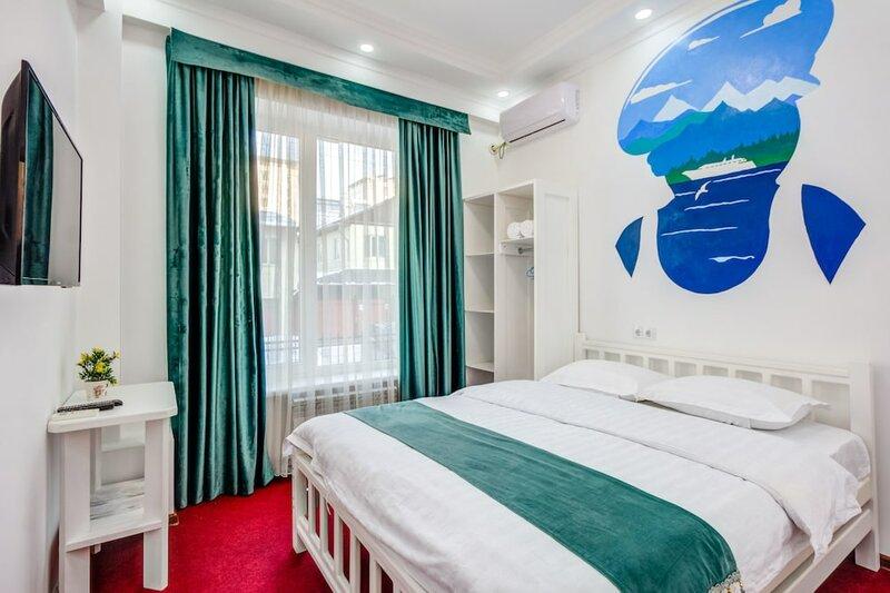 White Hotel & Hostel