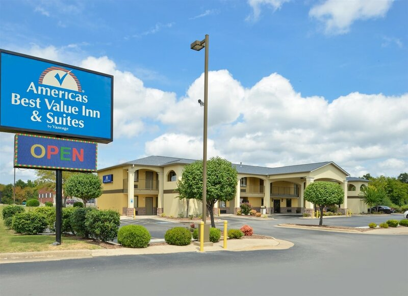 Americas Best Value Inn & Suites University Ave