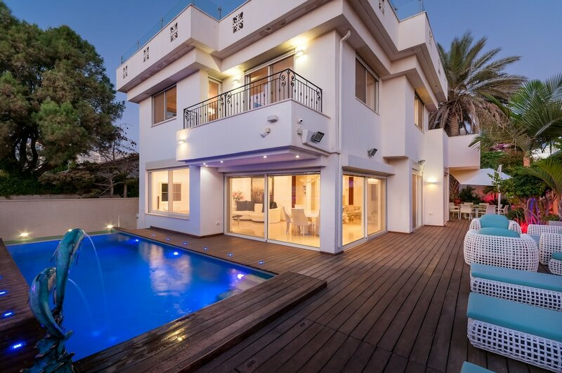 Luxurious Villa with great location
