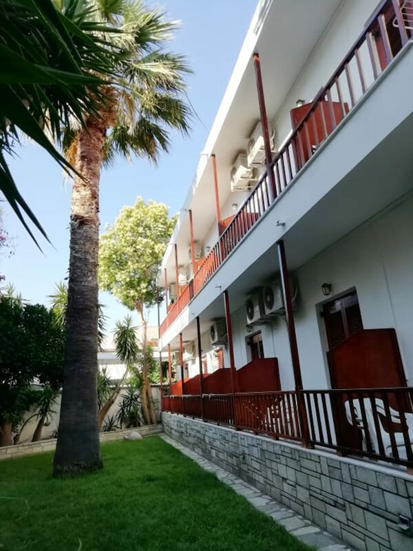 Pothos Hotel