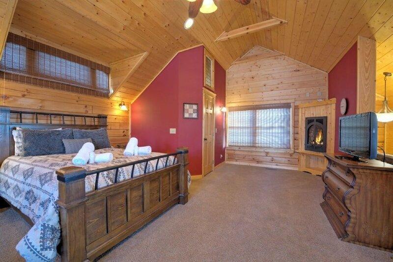 Black Bear Lodge at Scenic Wolf Resort - 3 Br Cabin