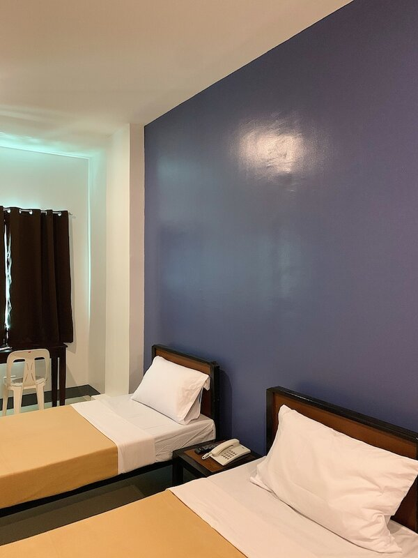 Apo Reef Travellers Hotel