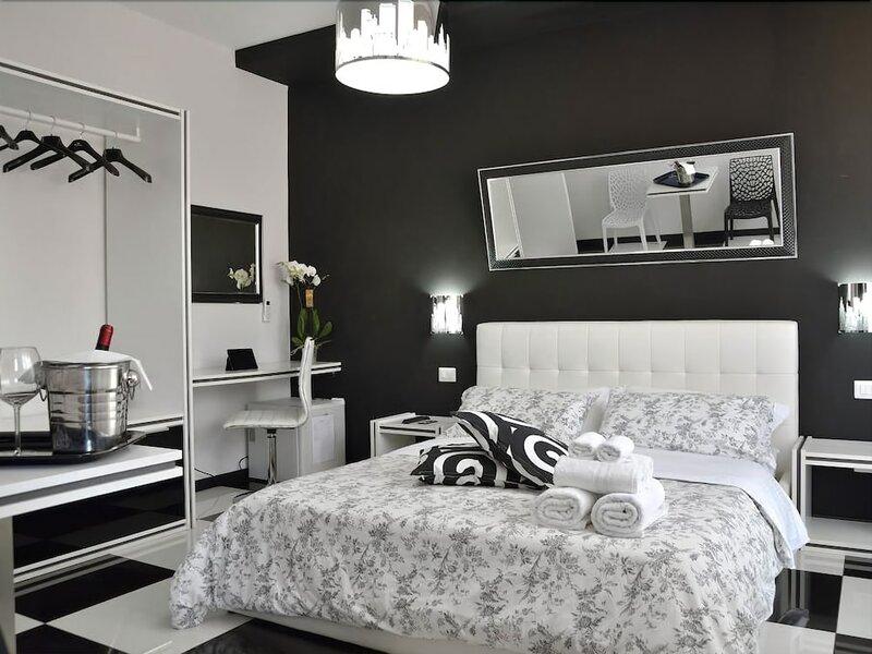Black & White G&g