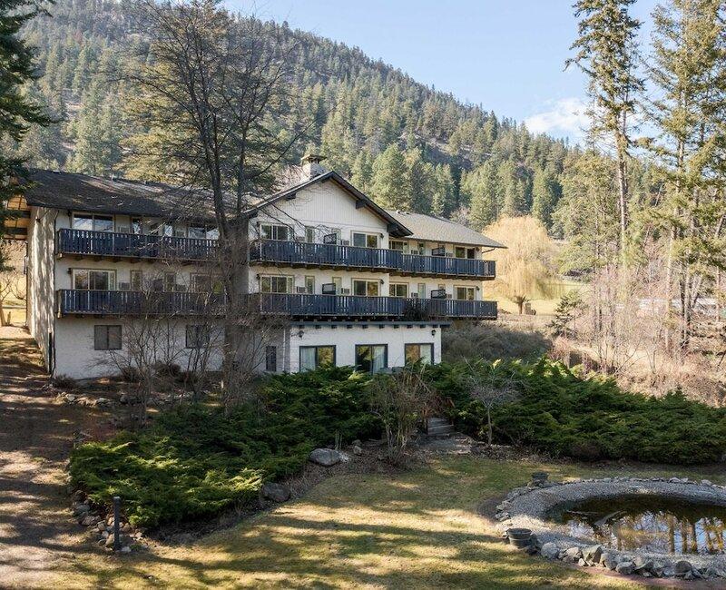 Cozystay Signature: Lake Okanagan Resort