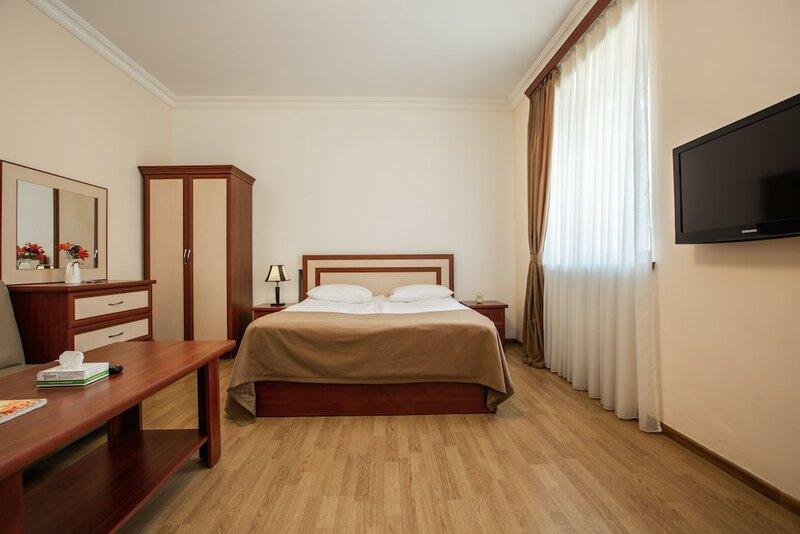 Семейный отель Ариана