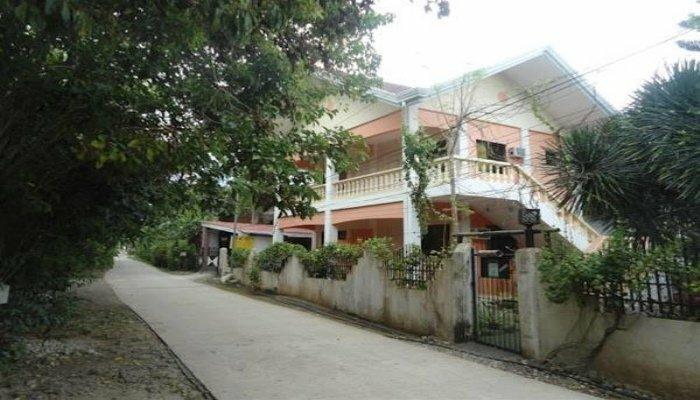 Menchus Pension House