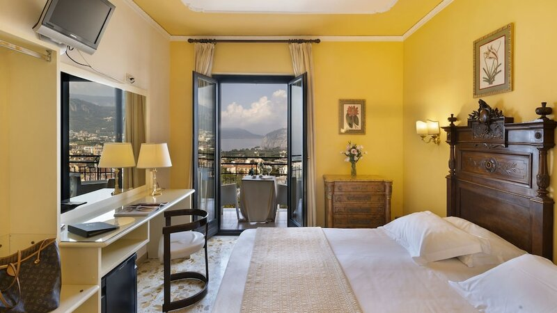 Cristina Hotel