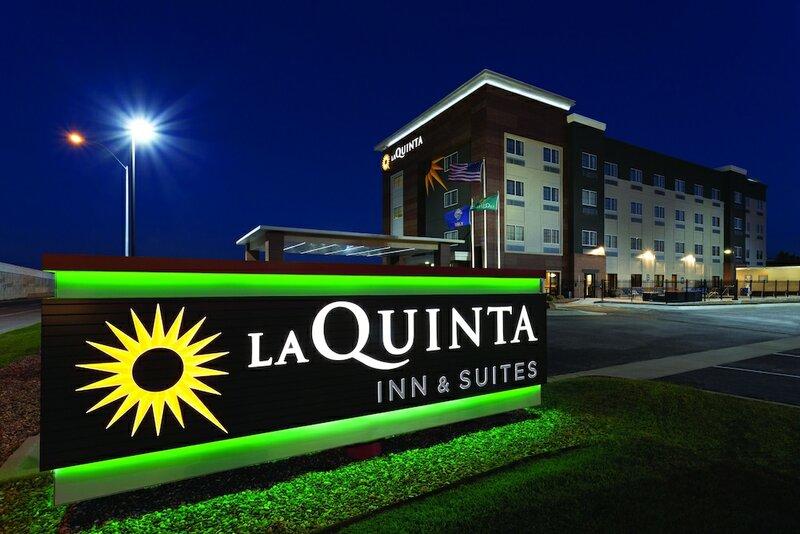 La Quinta Inn & Suites by Wyndham Wichita Airport