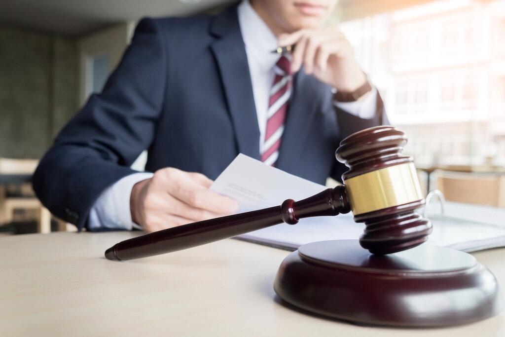 адвокат противоположность