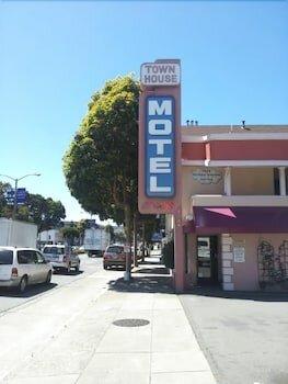 Townhouse Motel
