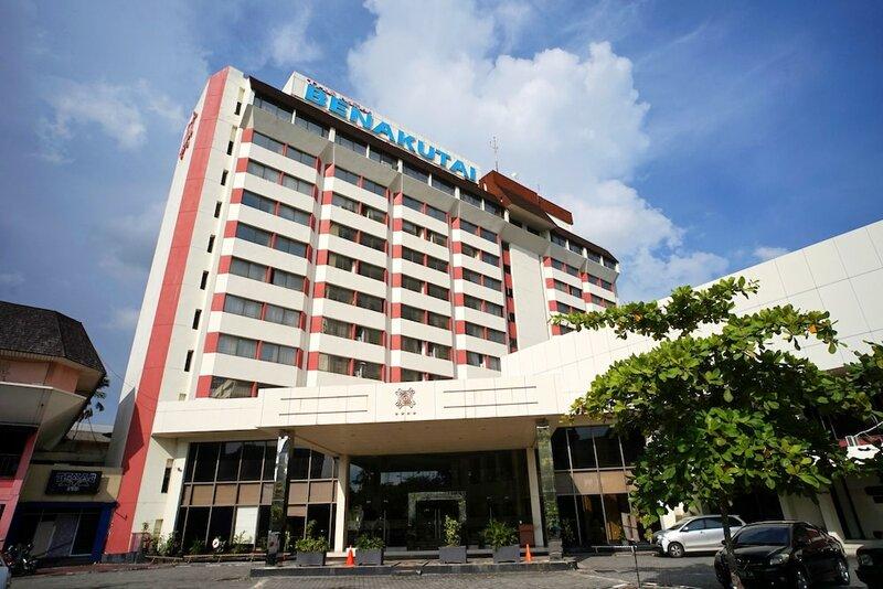 Capital O 1963 Hotel The New Benakutai