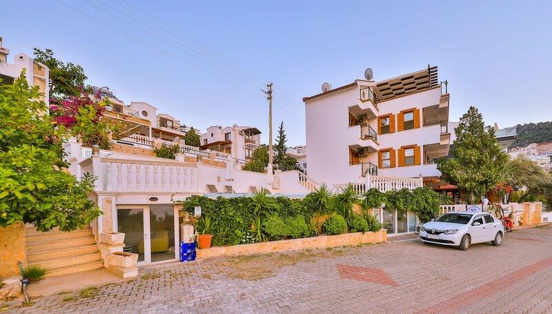 Kuluhana Hotel & Villas