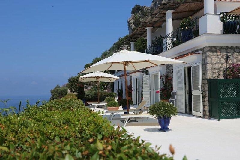 Blue Grotto Bay Villa