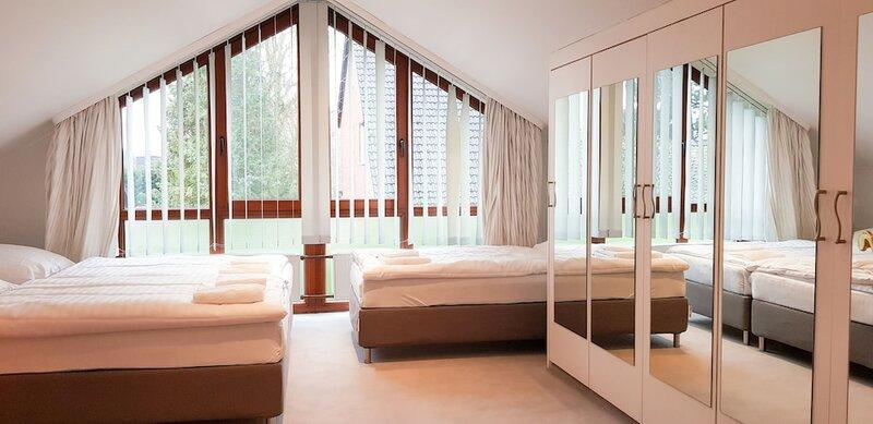 Tolstov-Hotels Beautiful 6 Room Villa with Garden