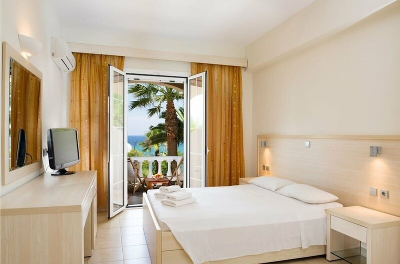 Gloria Maris Hotel Suites & Villas