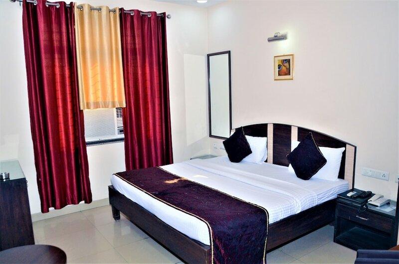 Hotel Pradeep Palace