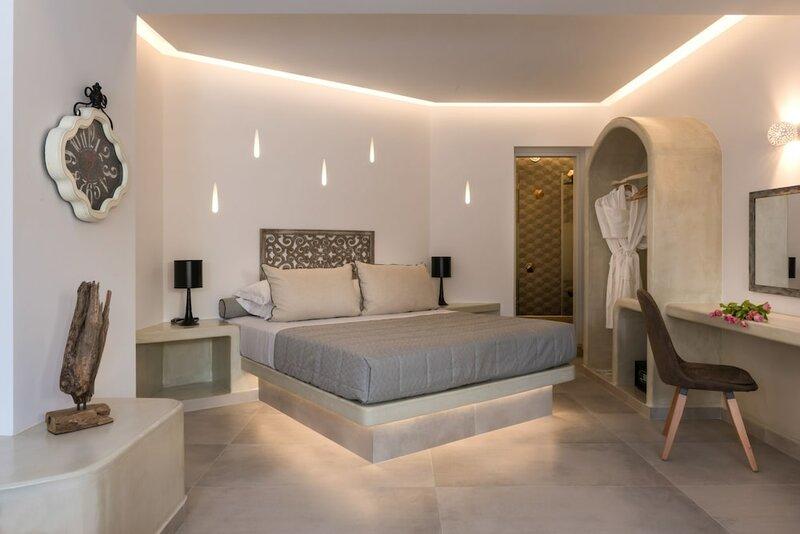 Отель Marvarit Suites