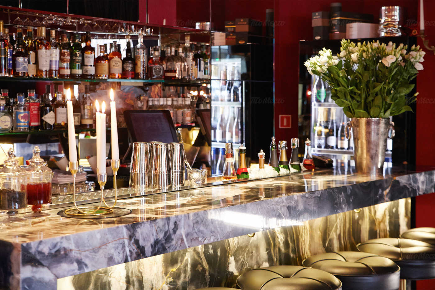 «Courage Champagne & Oyster Bar» фото 9