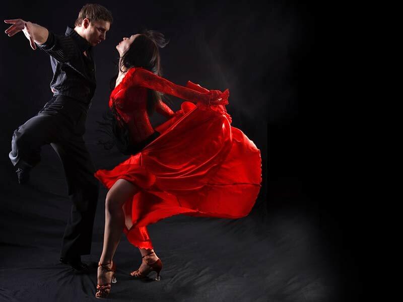 Красивая танцующая пара фото