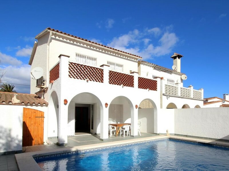 Villa 6019 - Montgri 263b