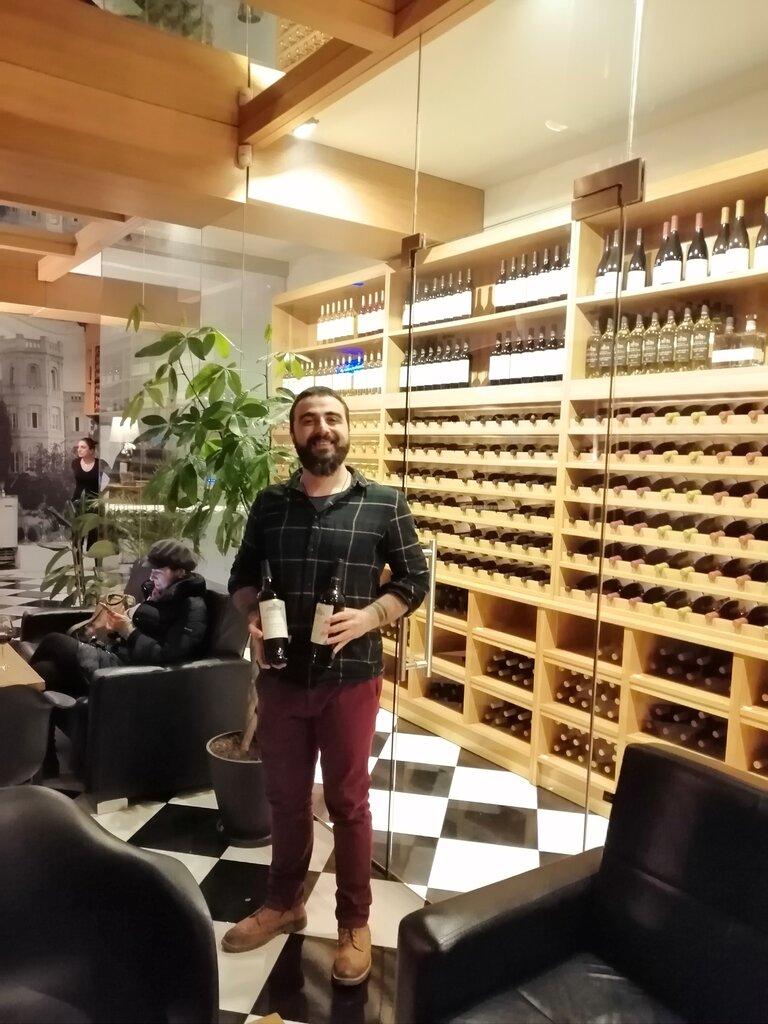 магазин алкогольных напитков — Шато Мухрани — Тбилиси, фото №1