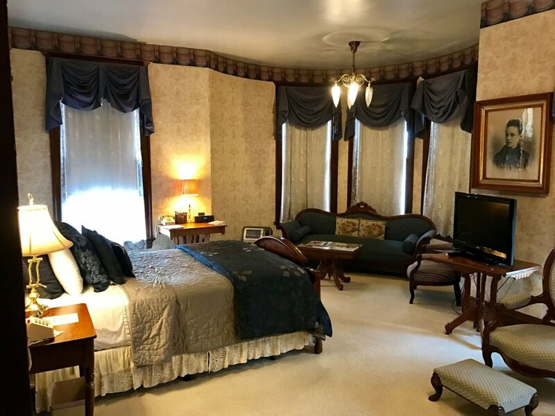Redstone Inn And Suites
